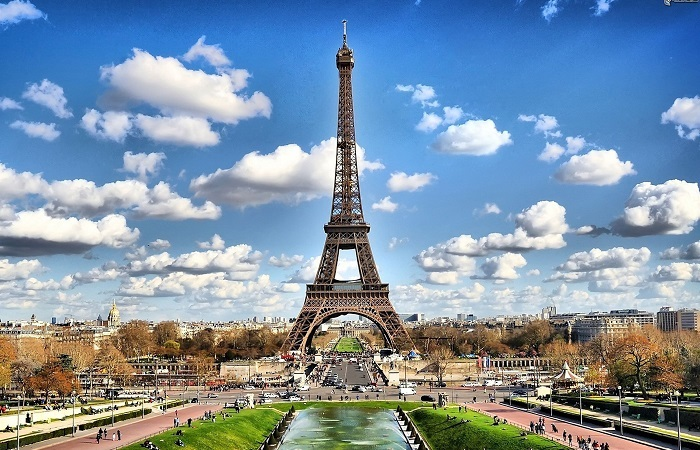 6 Places to Visit in Paris